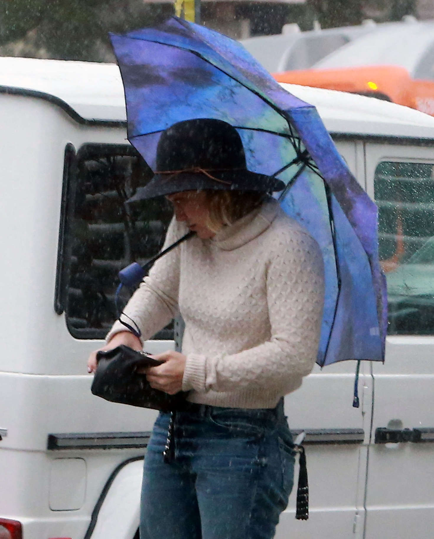 Hilary Duff 2016 : Hilary Duff in Jeans out on a rainy day -16
