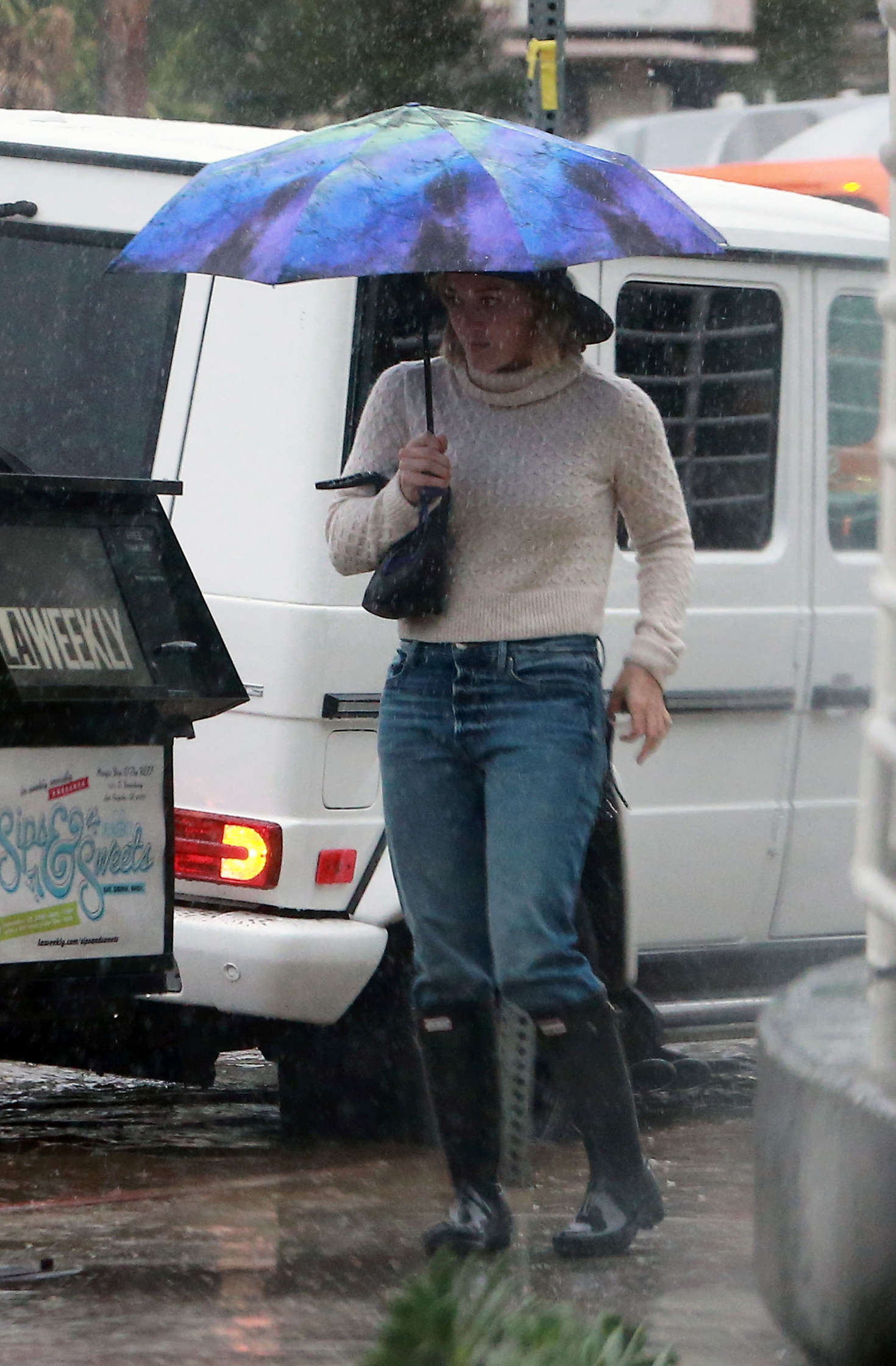 Hilary Duff 2016 : Hilary Duff in Jeans out on a rainy day -18