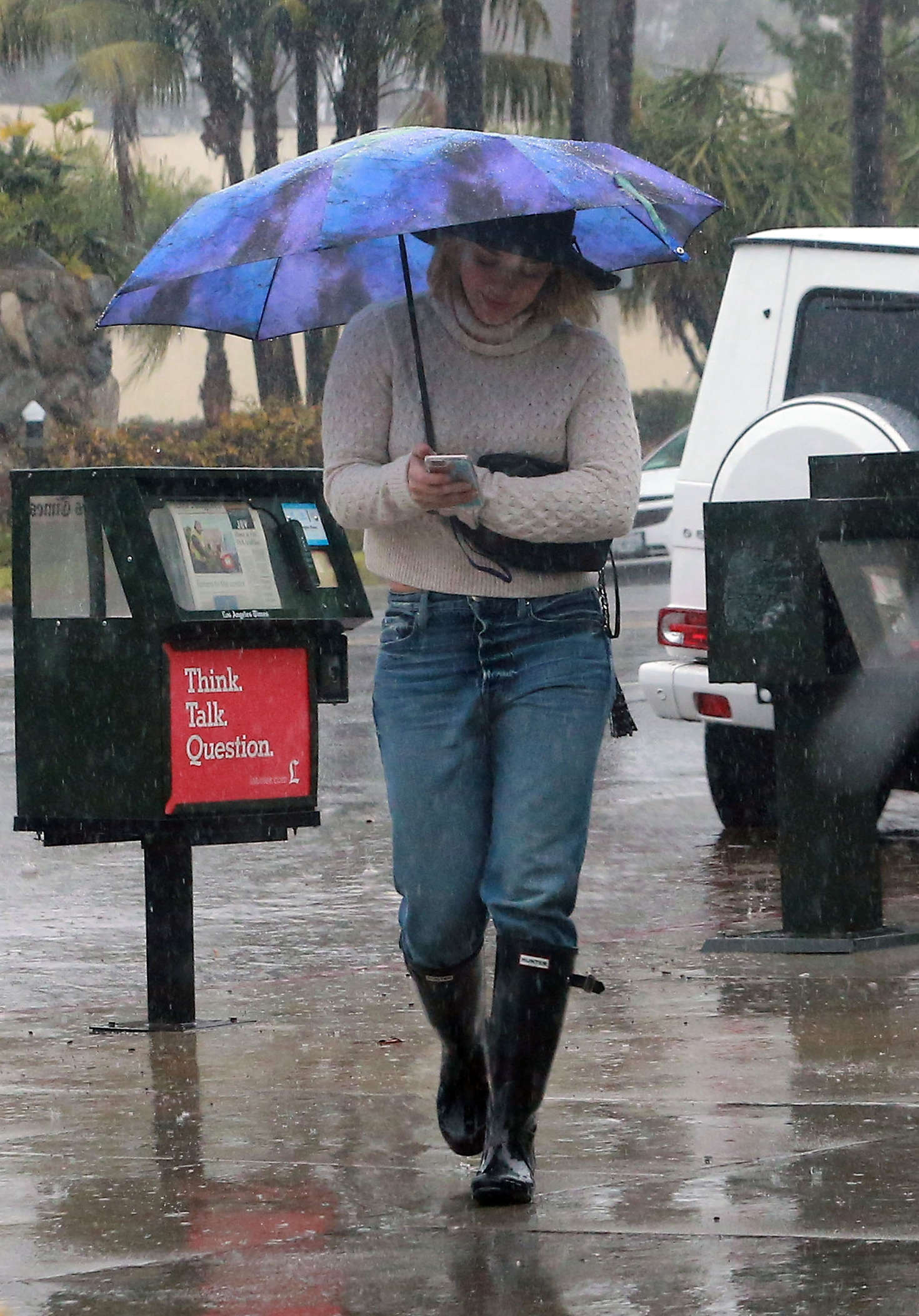 Hilary Duff 2016 : Hilary Duff in Jeans out on a rainy day -19