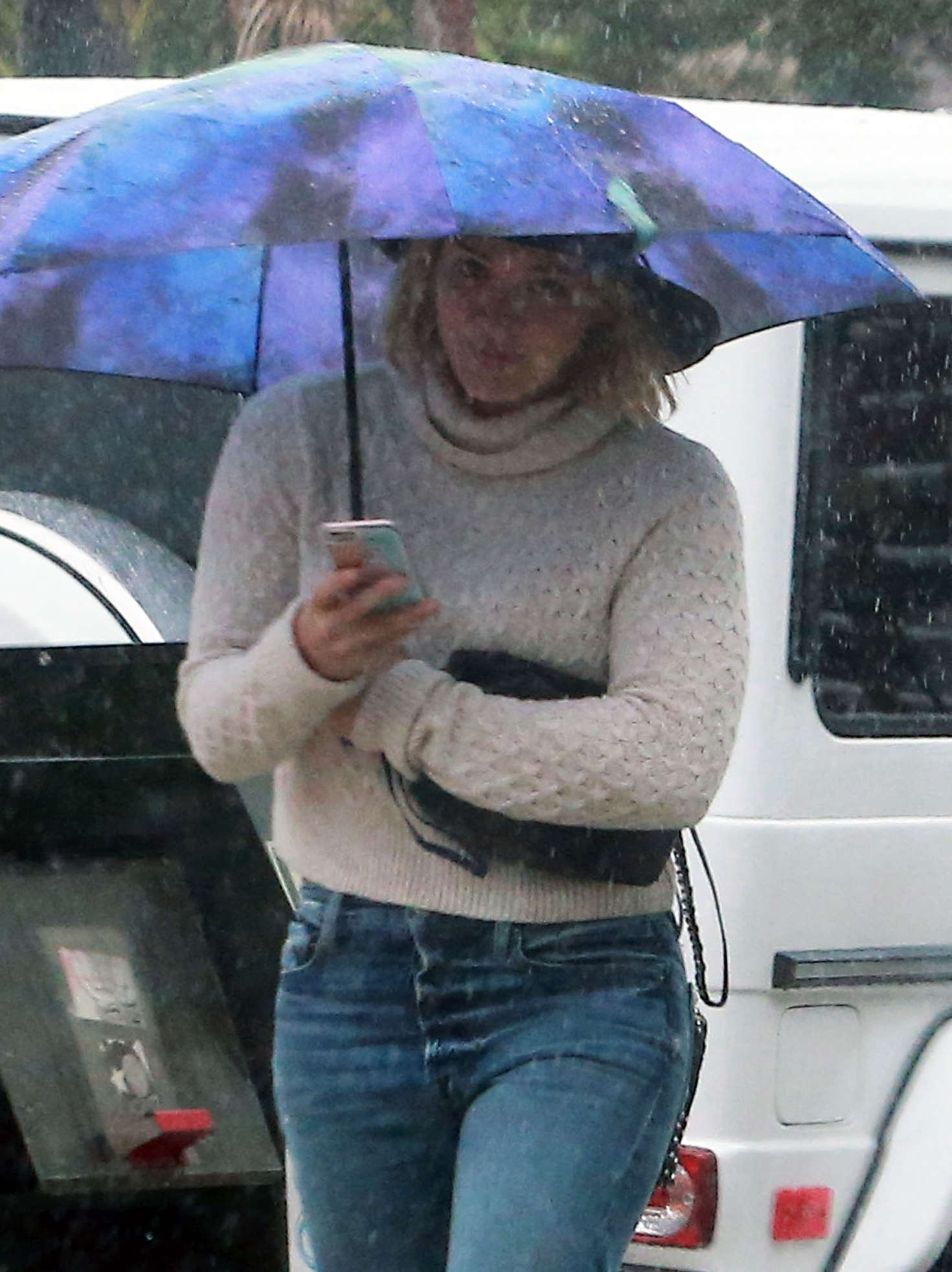 Hilary Duff 2016 : Hilary Duff in Jeans out on a rainy day -22
