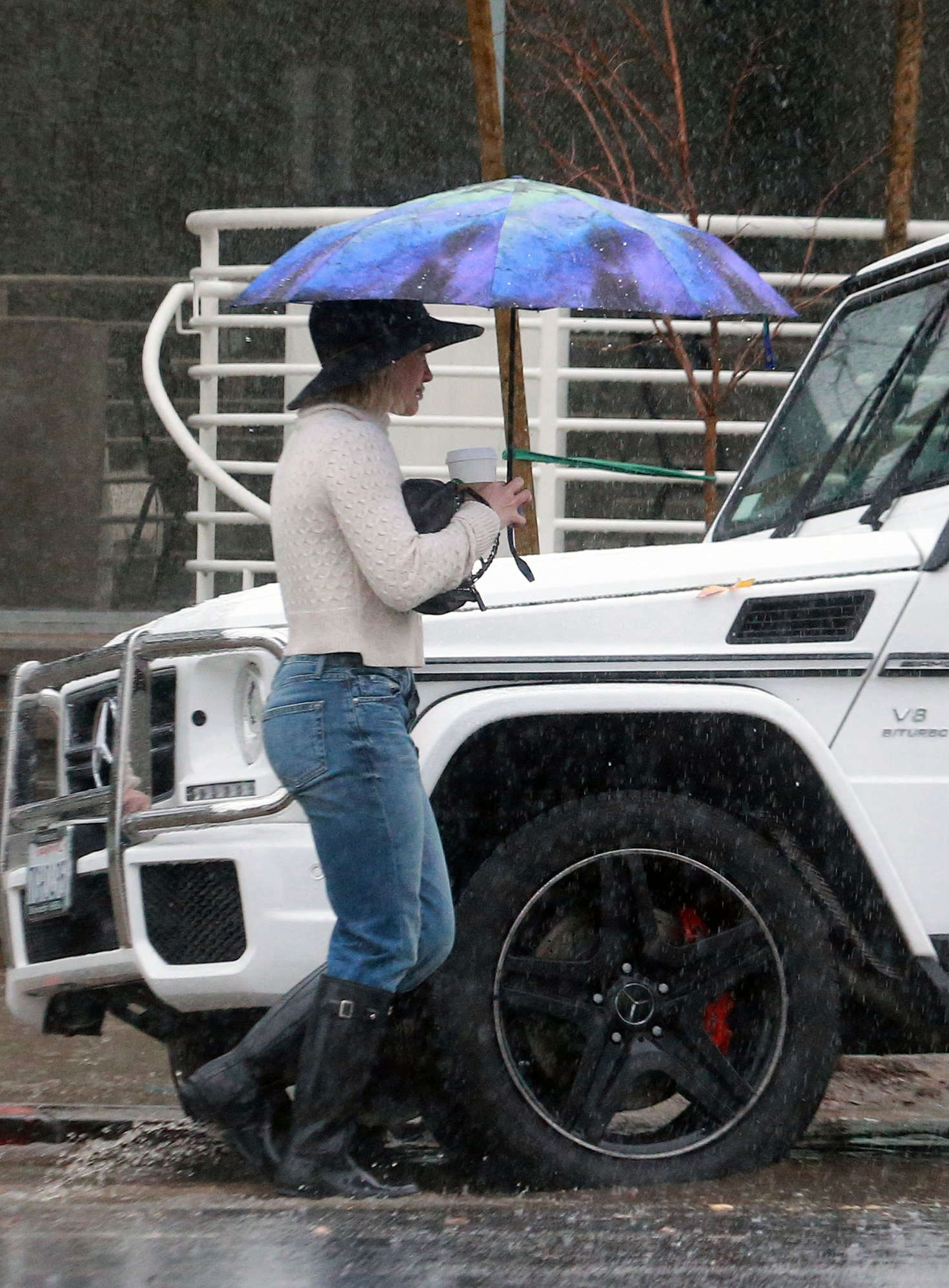Hilary Duff 2016 : Hilary Duff in Jeans out on a rainy day -25
