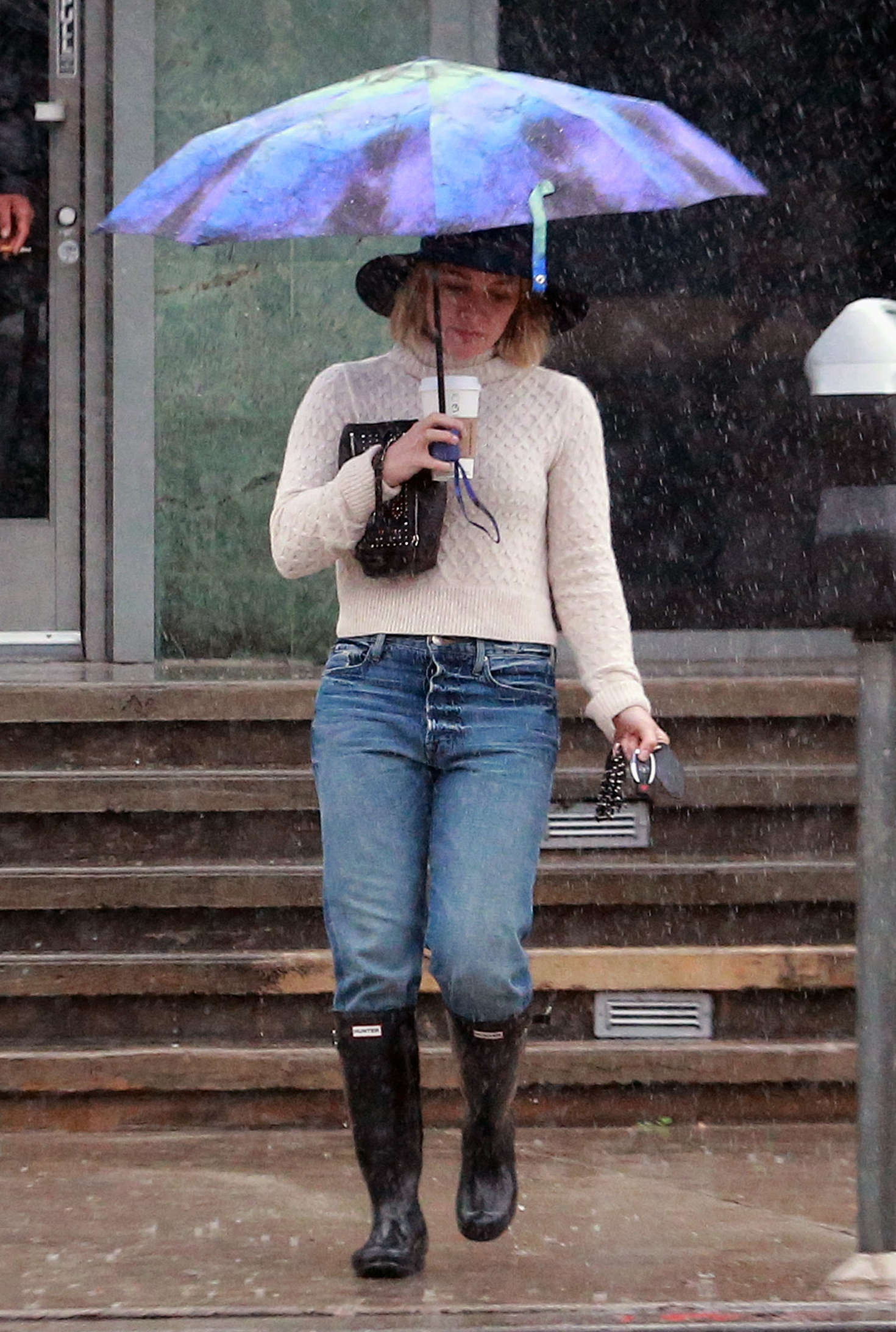 Hilary Duff 2016 : Hilary Duff in Jeans out on a rainy day -28