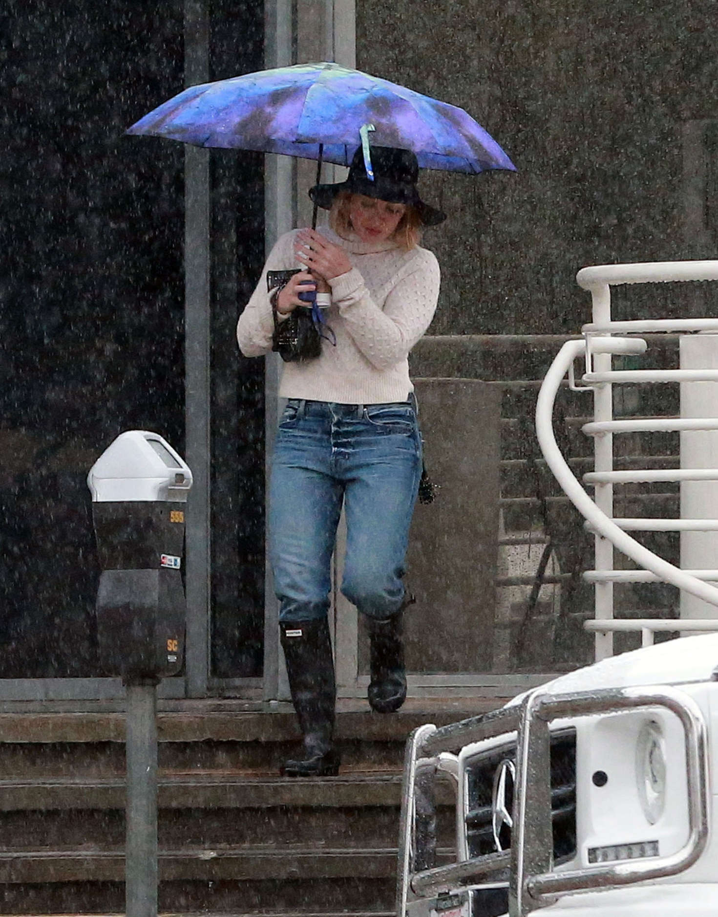 Hilary Duff 2016 : Hilary Duff in Jeans out on a rainy day -31