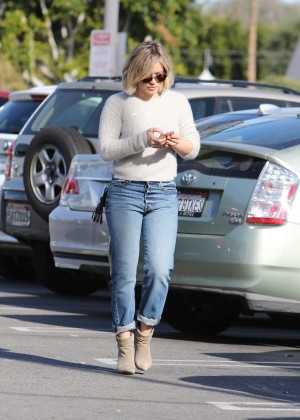 Hilary Duff Booty in Jeans -06
