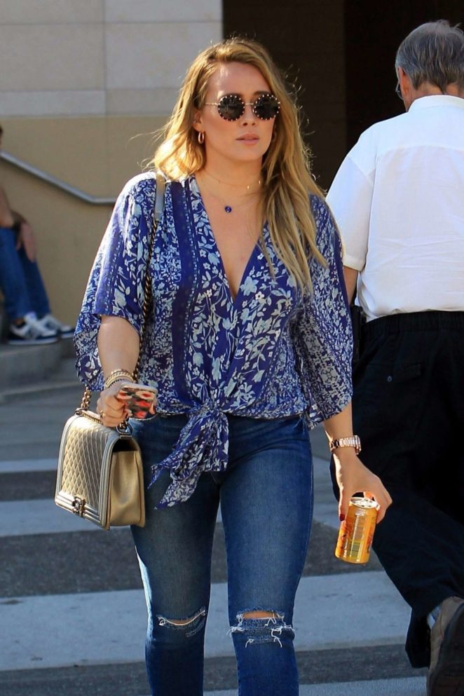 Hilary Duff in Ripped Jeans grabs lunch at La Scala in Beverly Hills