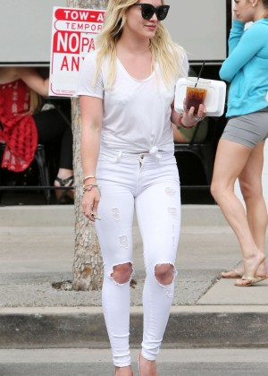 Hilary Duff Booty in Ripped Jeans -13
