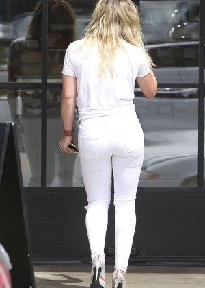 Hilary Duff Booty in Ripped Jeans -28