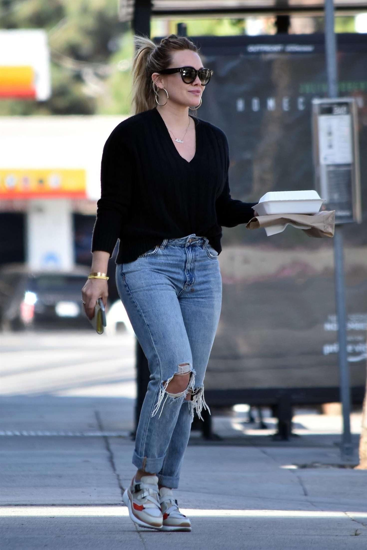 Hilary Duff 2016 : Hilary Duff in Ripped Jeans -05