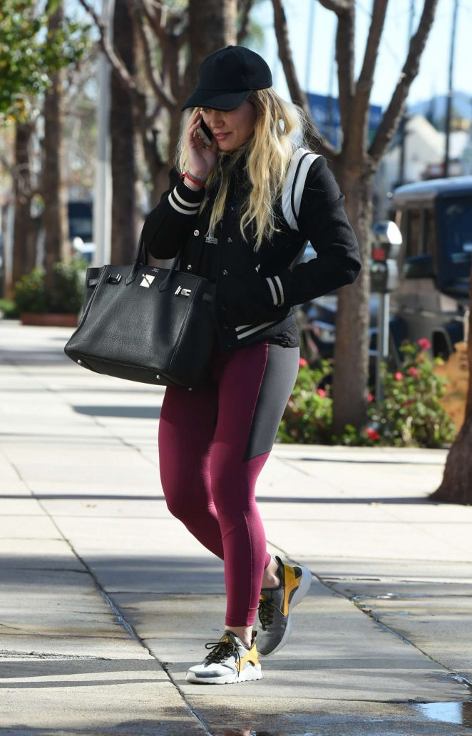Hilary Duff in Spandex Arriving to the Gym in Los Angeles