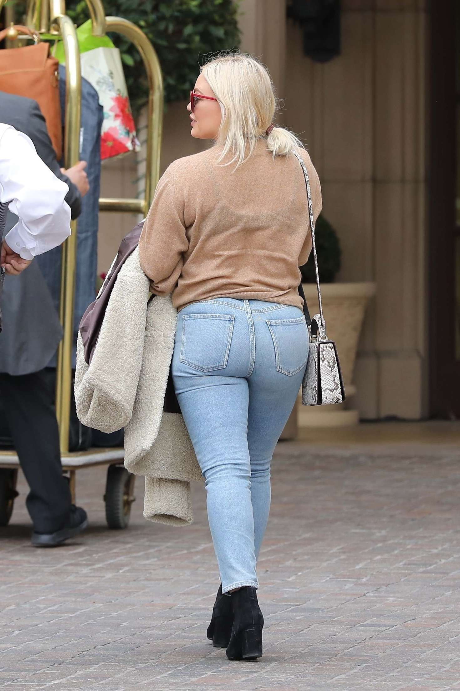 Hilary Duff in Tight Jeans – Out in Beverly Hills
