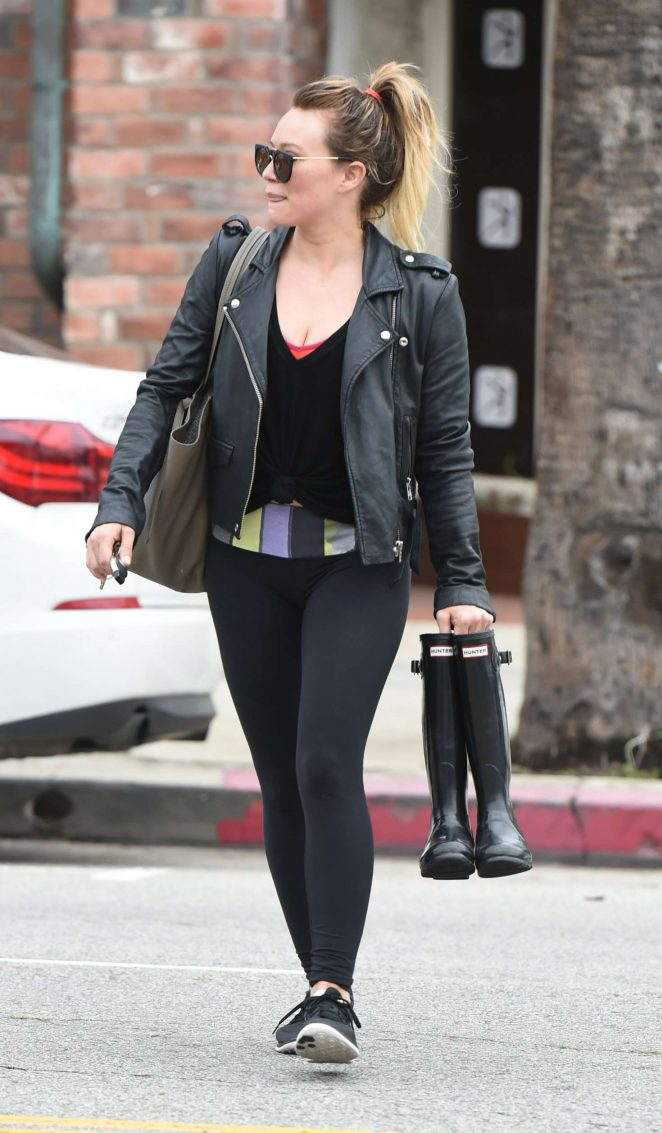 Hilary Duff in Tights Leaves her workout in LA