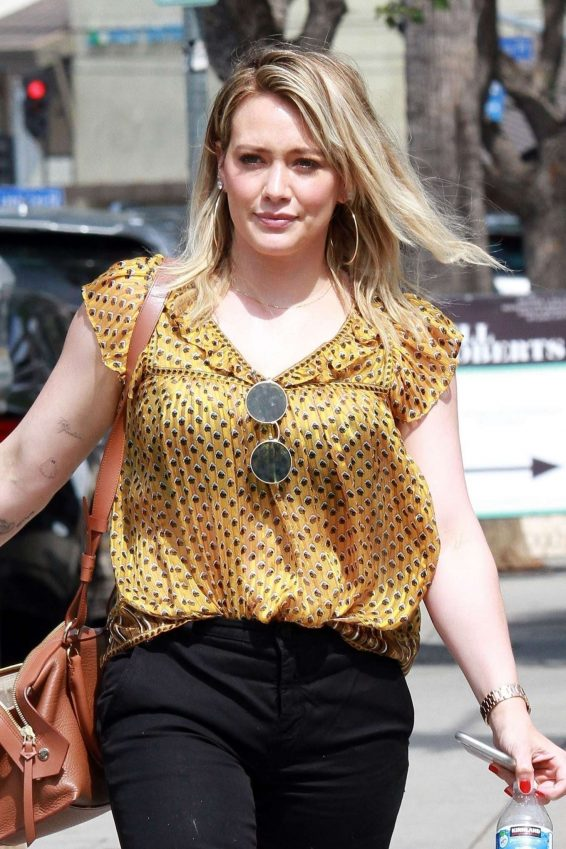 Hilary Duff - Leaves Nail Salon in Studio City