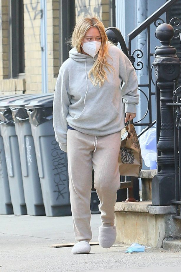 Hilary Duff - Looks casual whil out in New York