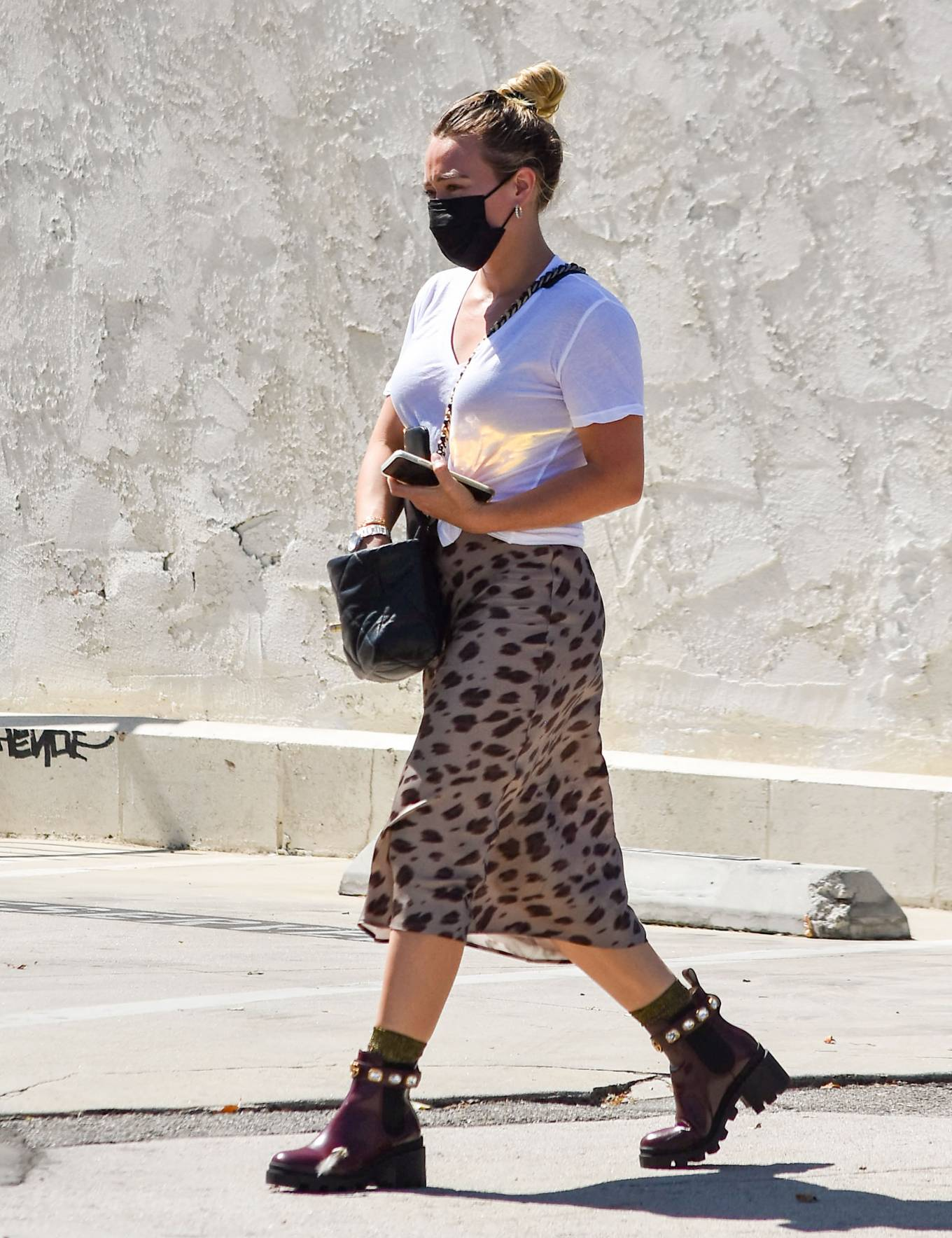 Hilary Duff - Looks fashionable while out in Los Angeles