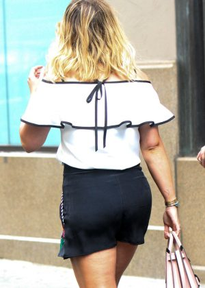 Hilary Duff - On the Set of 'Younger' in Manhattan