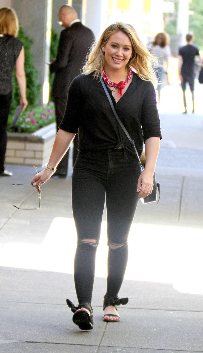 Hilary Duff - On the Set of 'Younger' in New York