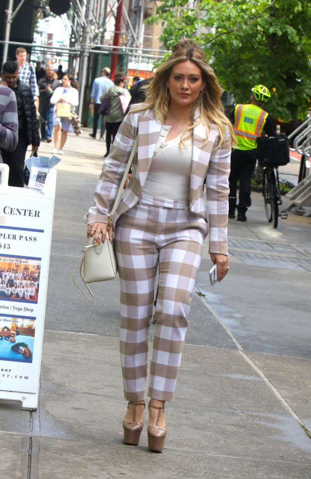 Hilary Duff 2019 : Hilary Duff: On the set of Younger in NYC -01