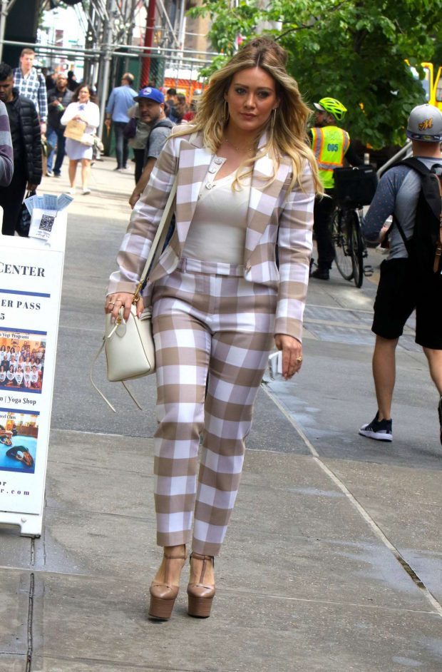 Hilary Duff 2019 : Hilary Duff: On the set of Younger in NYC -02