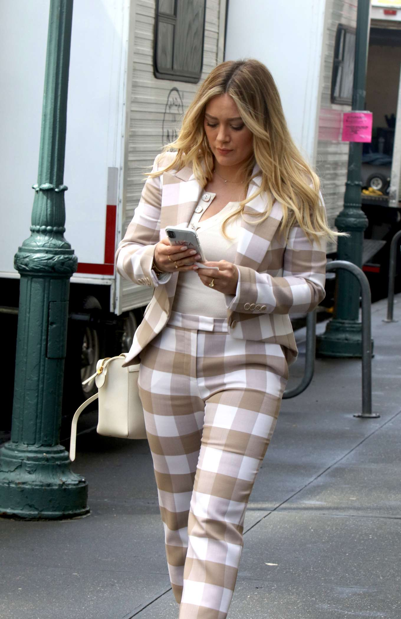 Hilary Duff 2019 : Hilary Duff: On the set of Younger in NYC -04