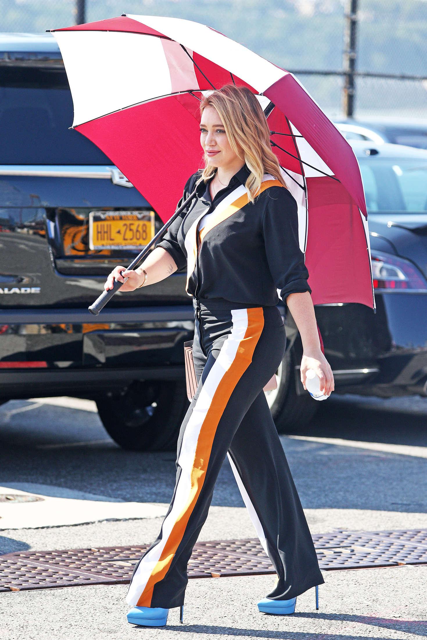 Honda Of Katy >> Hilary Duff: On Younger set -28 - GotCeleb
