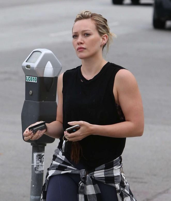 Hilary-Duff-Out-in-LA--02-662x778.jpg
