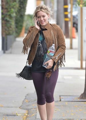 Hilary Duff in Tight Leggings -11