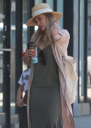 Hilary Duff out for grocery shopping in Studio City