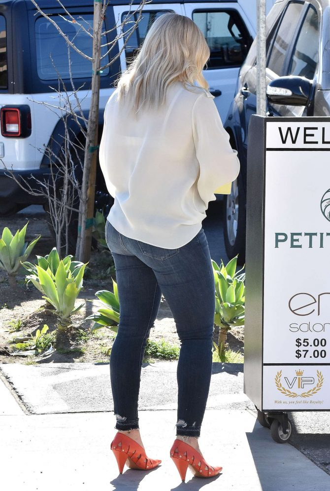 Hilary Duff: Out for lunch at Petit Trois -02