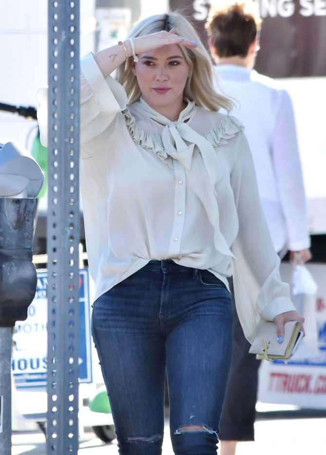 Hilary Duff: Out for lunch at Petit Trois -05