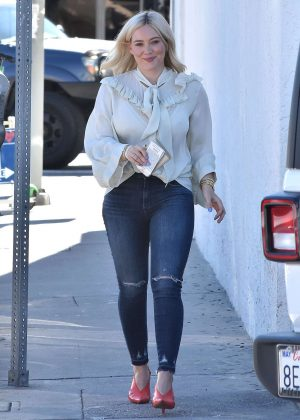 Hilary Duff - Out for lunch at Petit Trois in Studio City