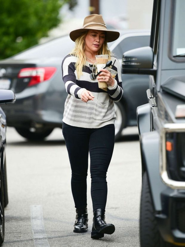 Hilary Duff: Out in Los Angeles-06