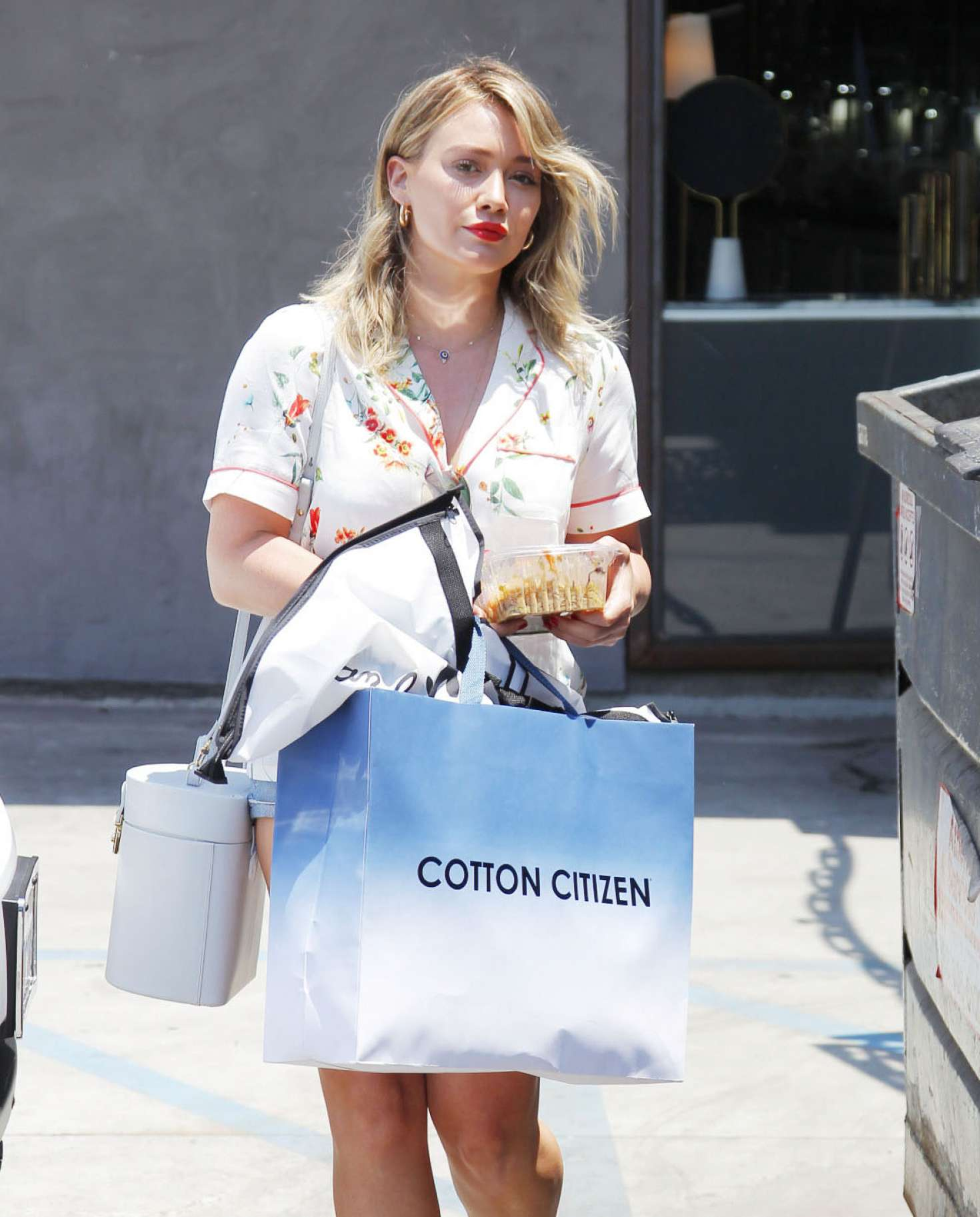 Hilary-Duff-out-shopping-in-Beverly-Hill