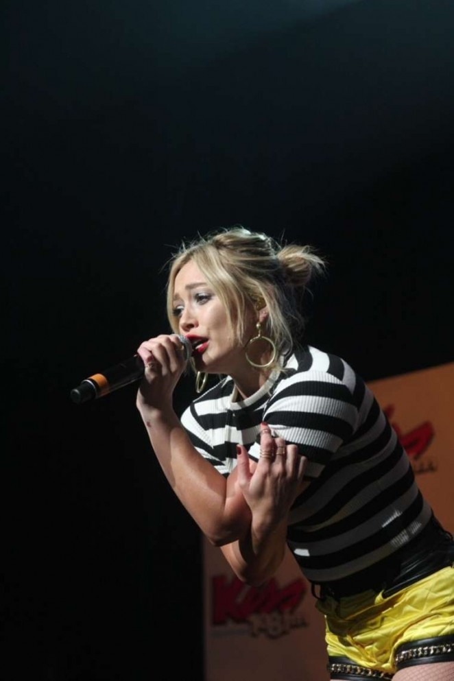 Hilary-Duff:-Performs-at-Kiss-Concert-20