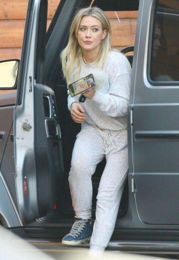 Hilary Duff 2019 : Hilary Duff – Picks up her pup from the Sherman Oaks Pet Hospital-05