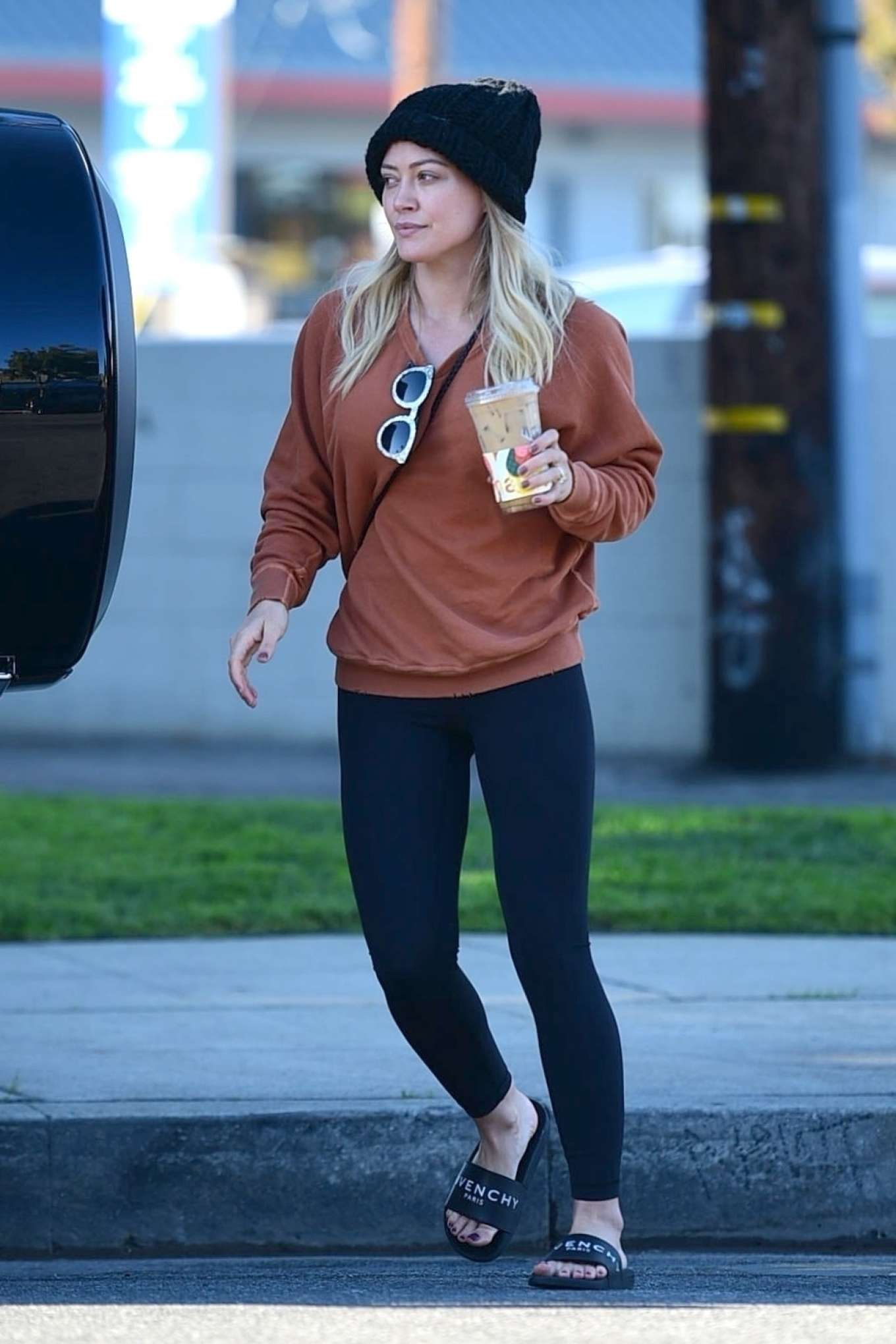 Hilary Duff 2019 : Hilary Duff – Running errands in Los Angeles -03