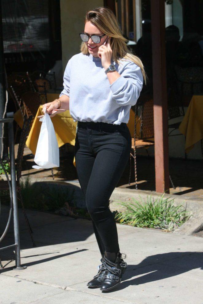 Hilary Duff – Seen At Ralphs in Studio City