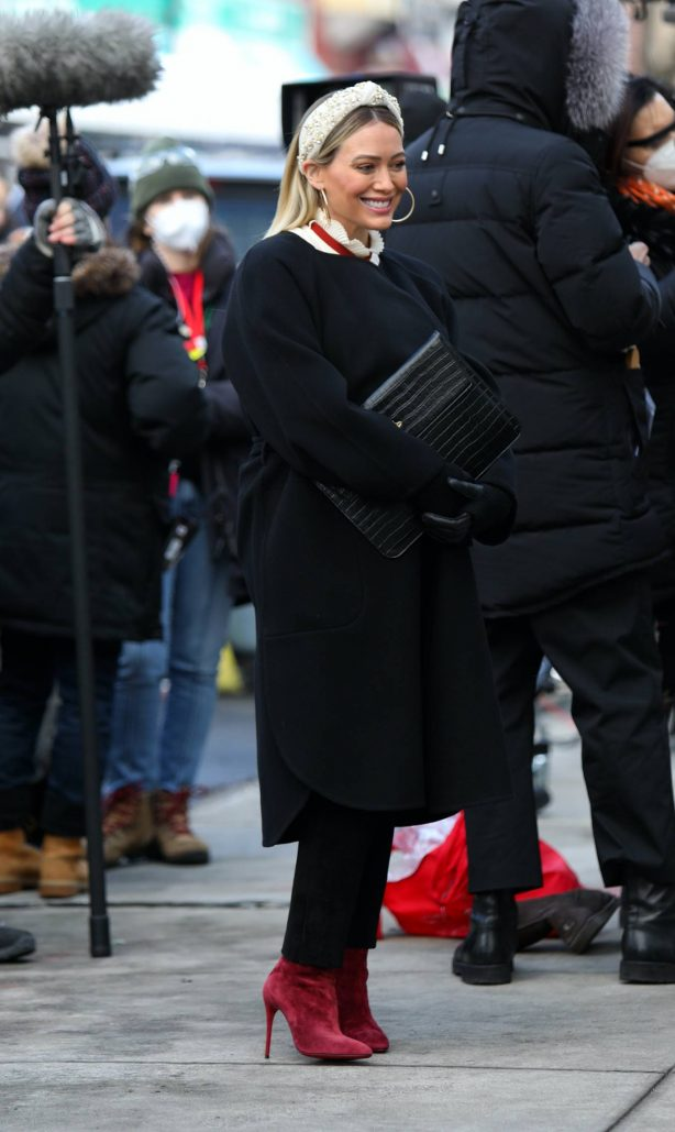 Hilary Duff - Seen Filming scenes for Younger in Manhattan