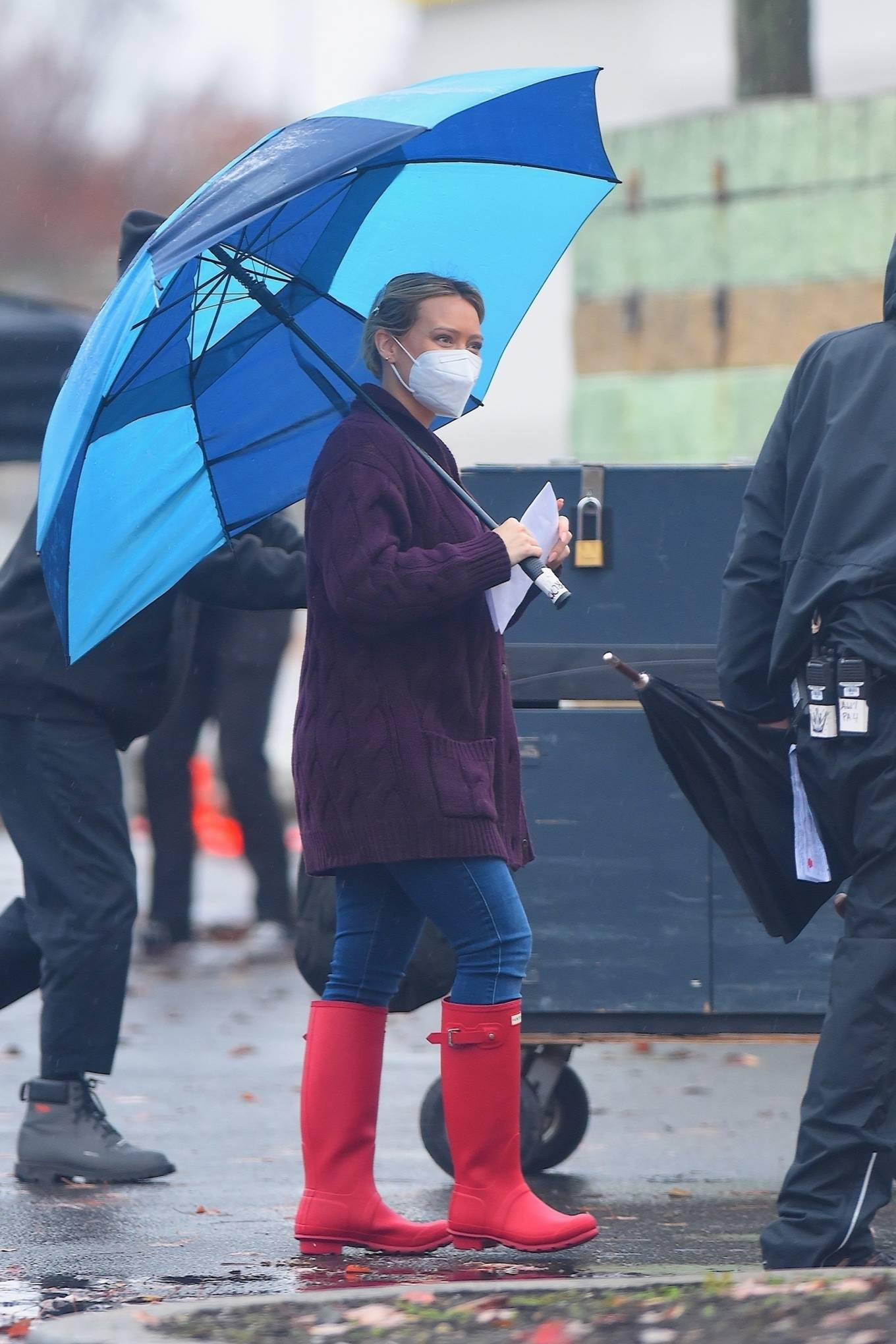 Hilary Duff 2020 : Hilary Duff – Seen on the rain on the set of Younger in Westbury-02
