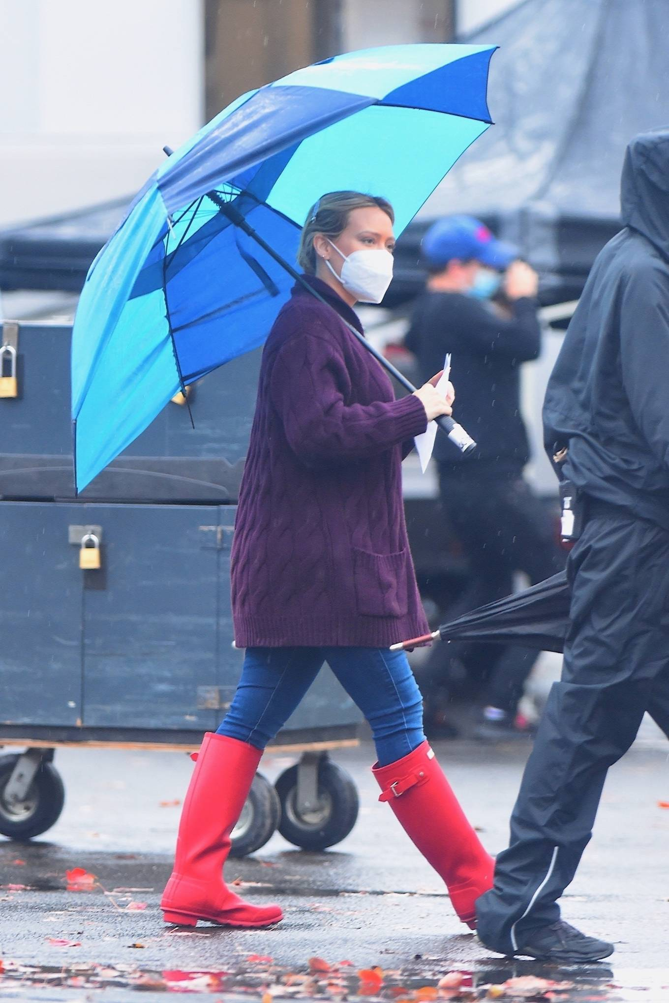 Hilary Duff 2020 : Hilary Duff – Seen on the rain on the set of Younger in Westbury-04
