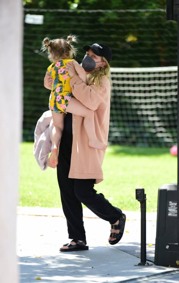 Hilary Duff - Seen out with her daughter in Los Angeles