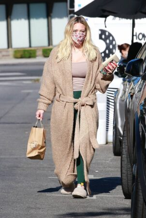 Hilary Duff - Seen while she picks up her morning coffee in Studio City