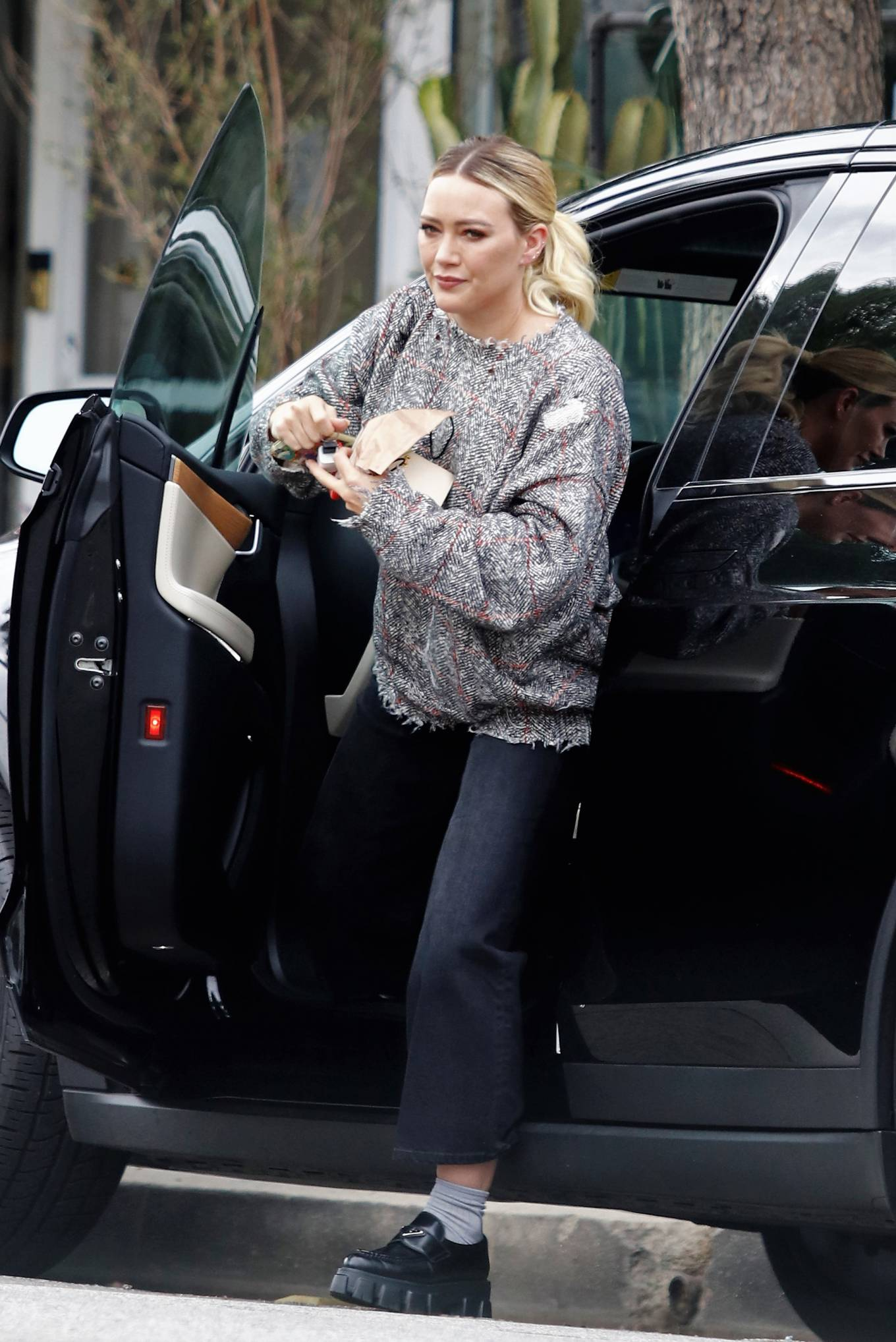 Hilary Duff - Seen with a large bouquet of flowers in Los Angeles