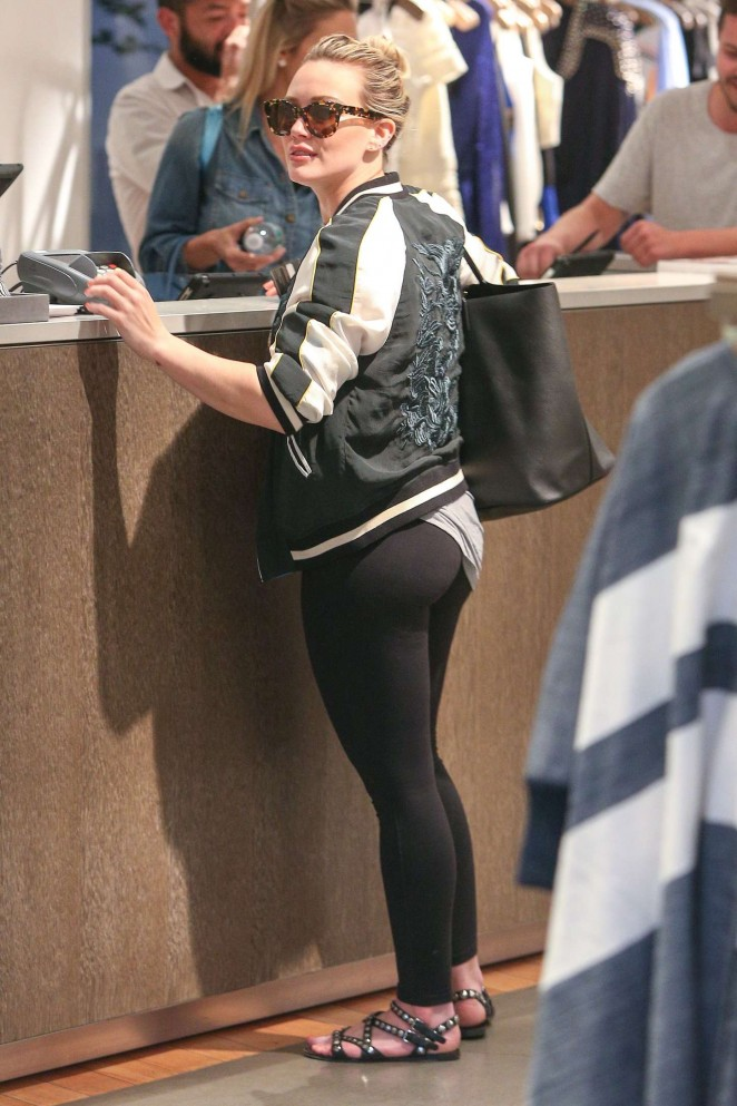 Hilary-Duff-Booty-in-Tights--01-662x993.