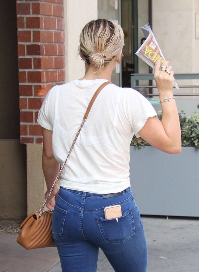 Hilary Duff - Shopping at Jill Roberts in Beverly Hills