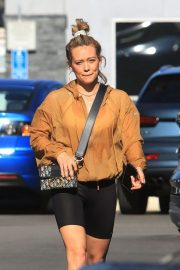 Hilary Duff - Shopping at Ralph's in Los Angeles