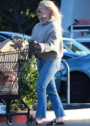 Hilary Duff – Shopping at Ralph's Supermarket in Studio City