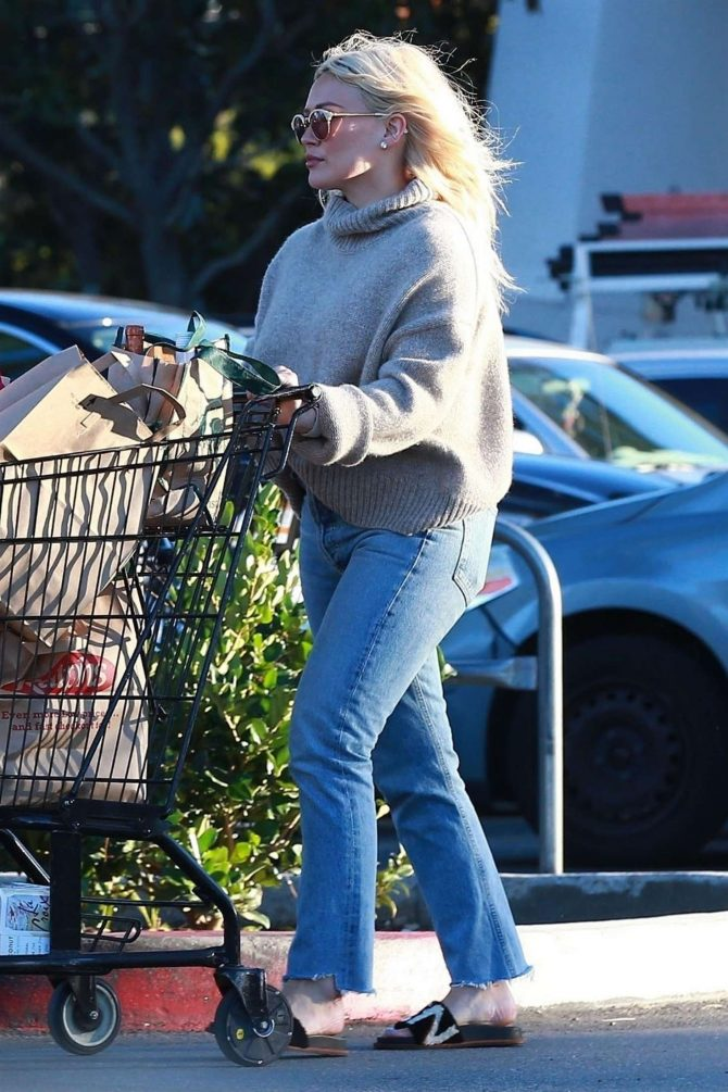 Hilary Duff - Shopping at Ralph's Supermarket in Studio City