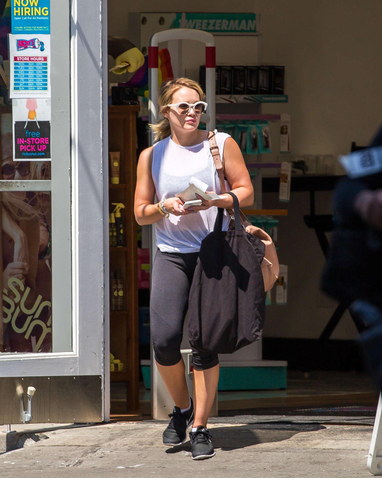 Hilary Duff 2016 : Hilary Duff in Leggings -03