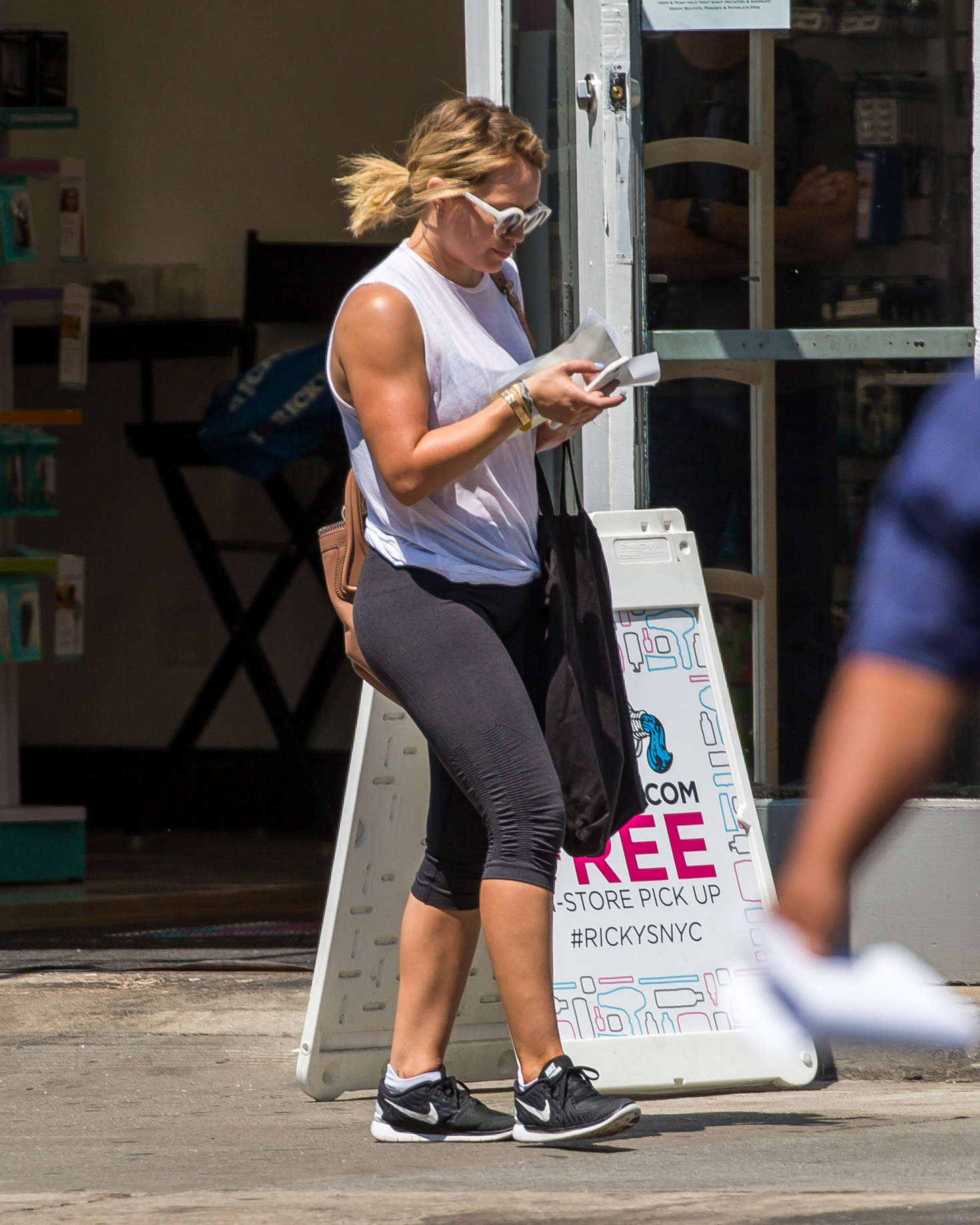 Hilary Duff 2016 : Hilary Duff in Leggings -04