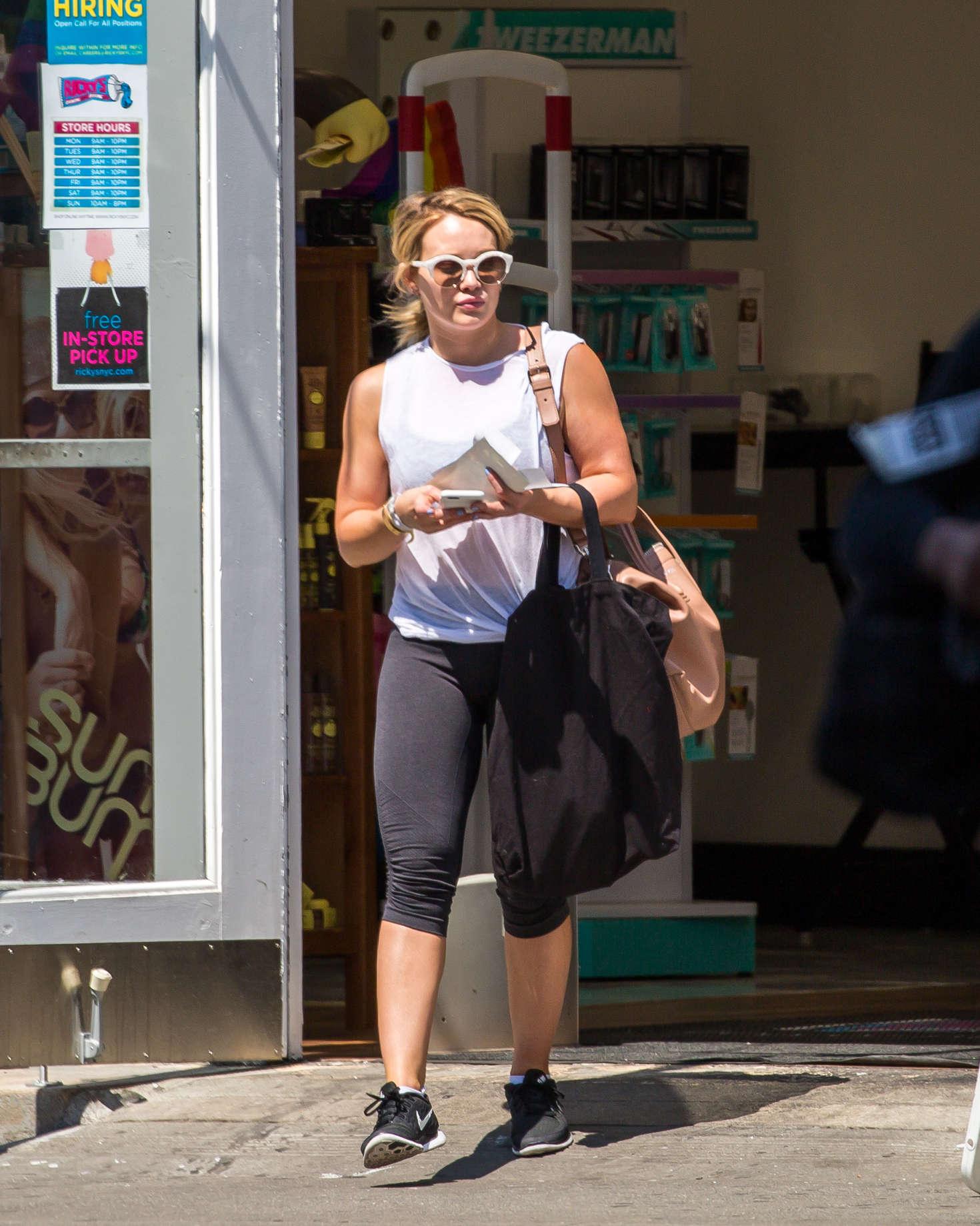 Hilary Duff 2016 : Hilary Duff in Leggings -08